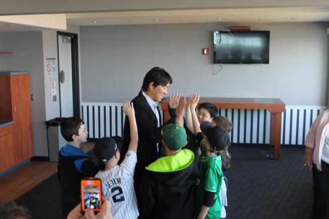 Hideki Matsui with kids